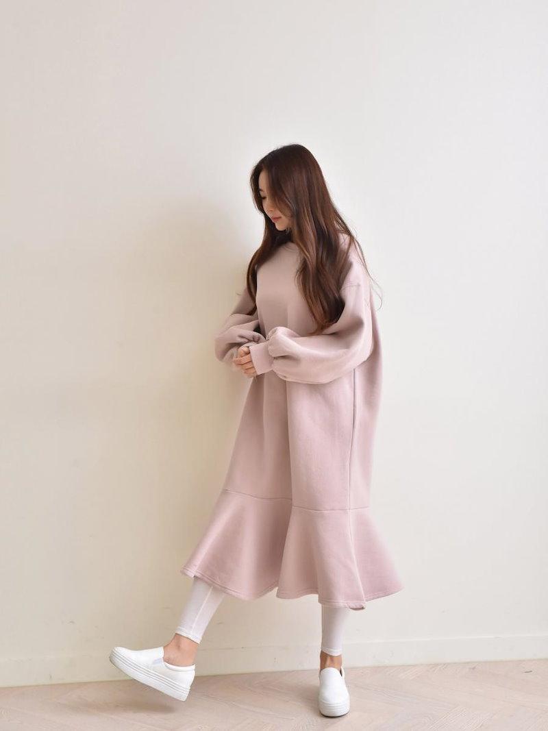 【送料無料】ワンピSALE|上品且つ女性らしいミディアム丈。露出度が少ないので、気になる下半身の体型カバーにも◎長袖 ワンピース スウェットワンピ 裾フリル 冬 オーバーサイズ 大きいサイズ シンプル