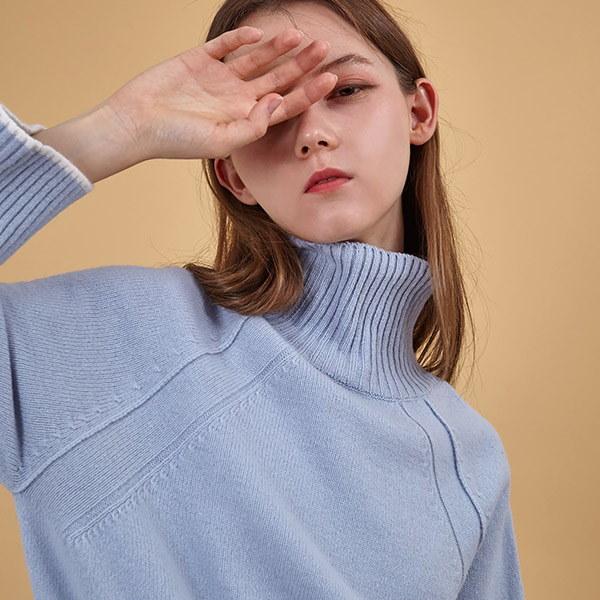 [韓国直送] 【オリーブデオリーブ] high neck loose-fit pullover OK7WP829