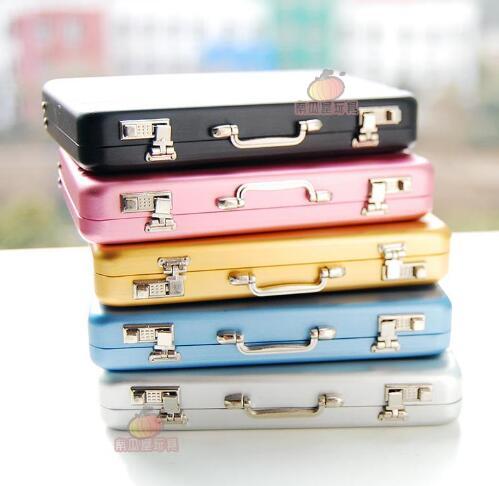 Qoo10アルミミニスーツケース形状ビジネスクレジットカード財布ホルダーケースボックス 兵士の人形の家ドールハウスモデルのアクセサリー6点大きなスーツケース荷物のスーツケース収納ボッ