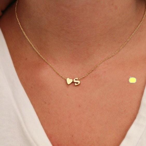 ホットファッション26レター&ハート型のチャームペンダントネックレス女性シンプルなネックレスの恋人ギフトゴールドP